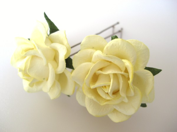 Pale lemon yellow large rose hair flowers