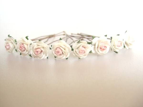cream mini roses with pale peachy pink centres